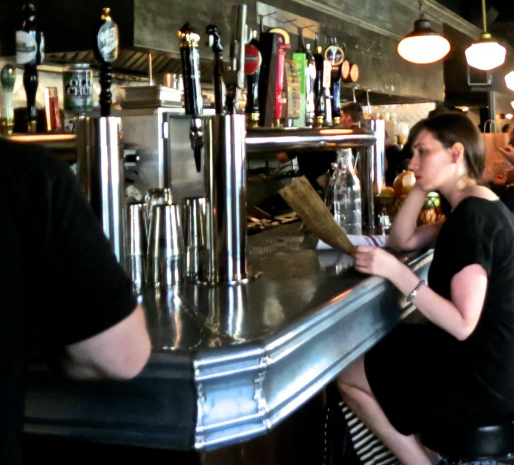 Au Cheval Bar, Where Taps and Diners Happily Co-Exist Au Cheval in Chicago