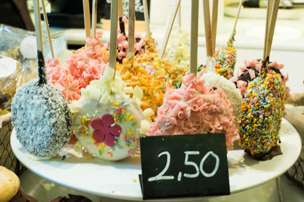 5 Ways to Eat in Barcelona. Chök - The Chocolate Kitchen serves all kinds of chocolate treats from donuts to dipped marshmallows. 2foodtrippers Eat in Barcelona
