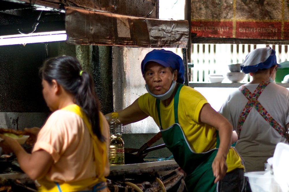 Cooks at Arroy Dee use plenty of oil when making omelets and other popular Thai dishes. What to Eat in Chiang Mai - A Chiang Mai Food Guide 2foodtrippers