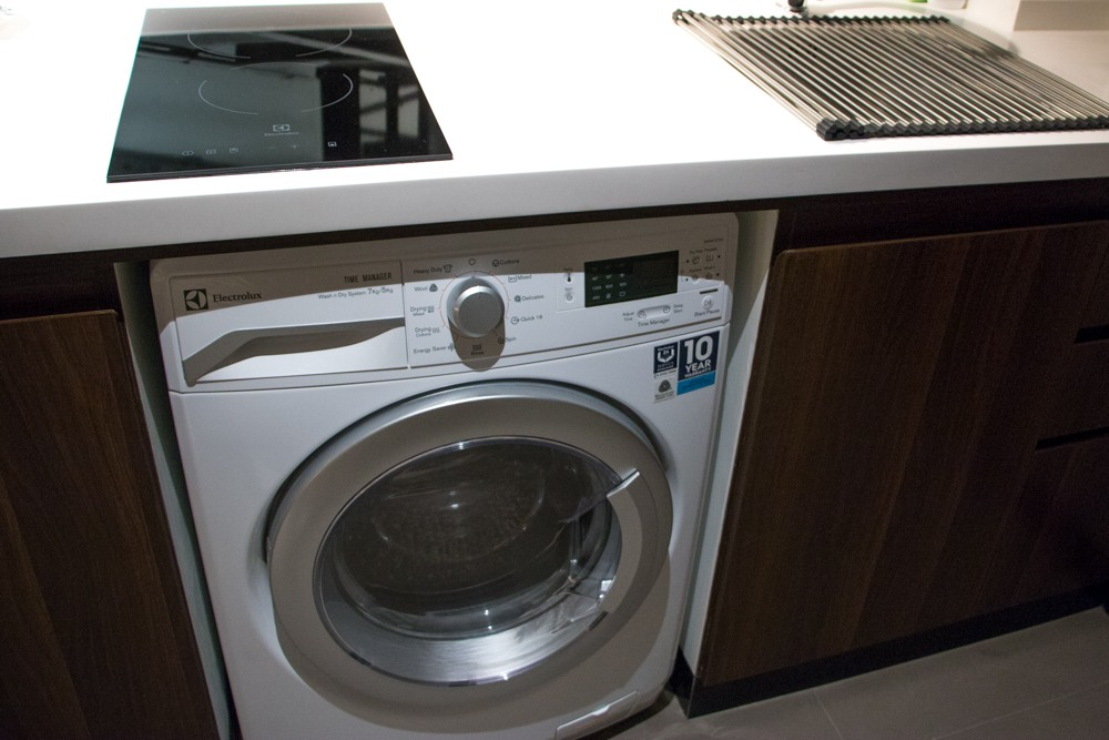 Though our studio room at Metorpole had a full range of appliances, our favorite was this brand new washer dryer unit. Bangkok Luxury Hotel Experience at Metropole