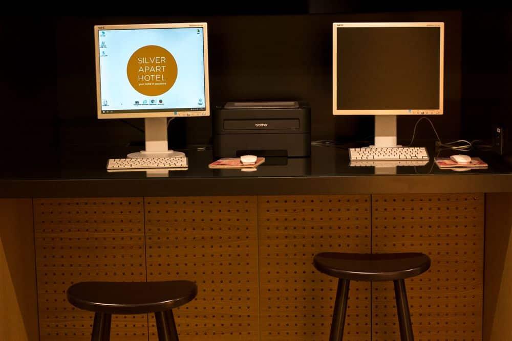 Barcelona Aparthotel Computers