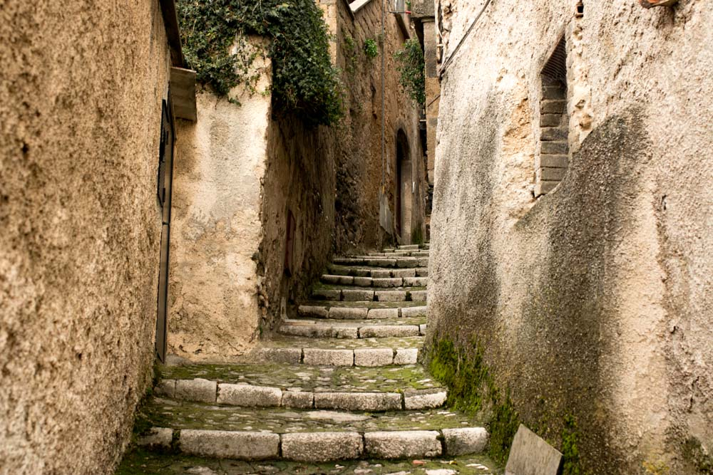 Caiazzo Alleyway at Pepe in Grani