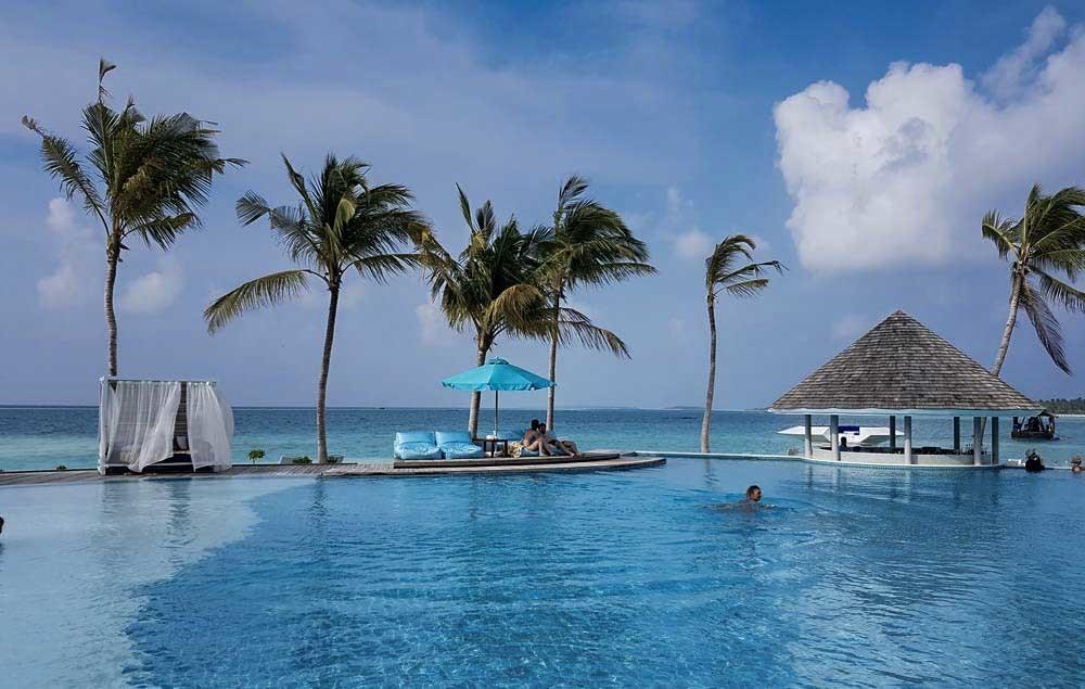 End Pool - Kandima Maldives