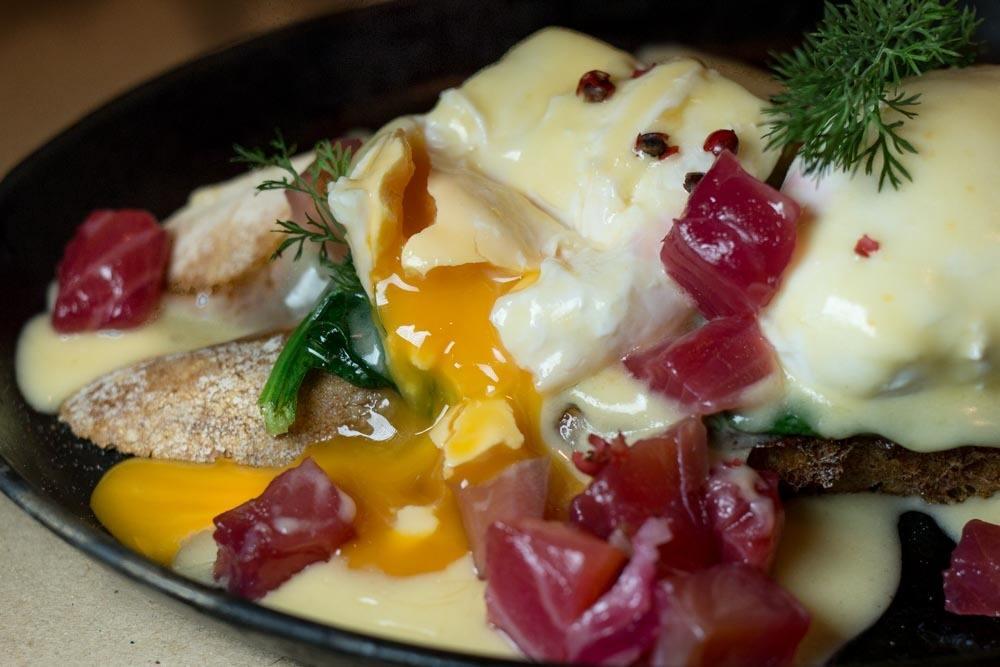 Deryne Bistro Poached Eggs - Budapest Restaurants