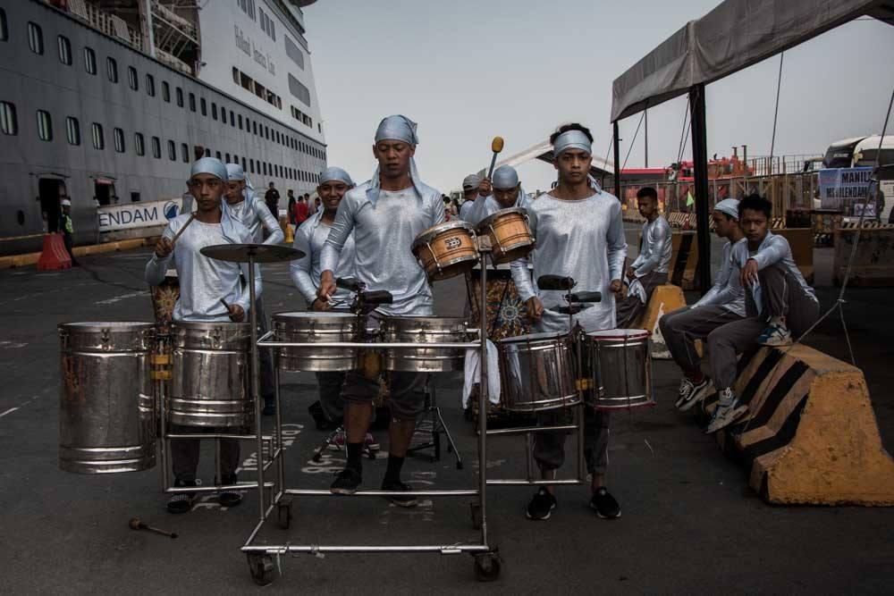 Holland America Cruise Volendam Manila Welcome