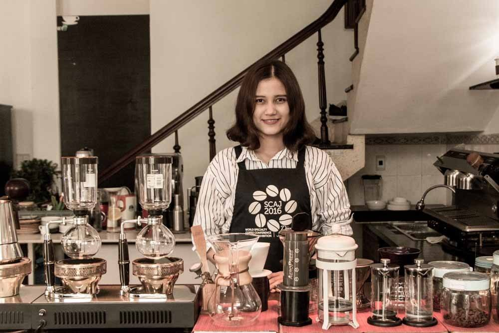 Barrista at Gold Star Coffee in Danang Vietnam