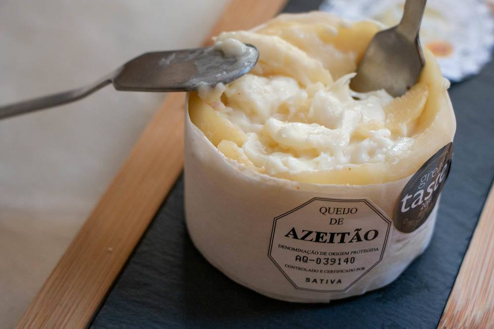 What to eat in Lisbon - Azeitao Cheese