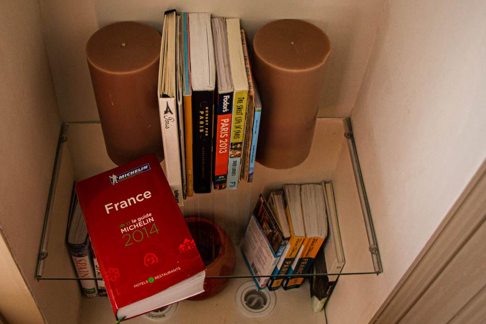 Books in Cobblestone Paris Apartment Hotel