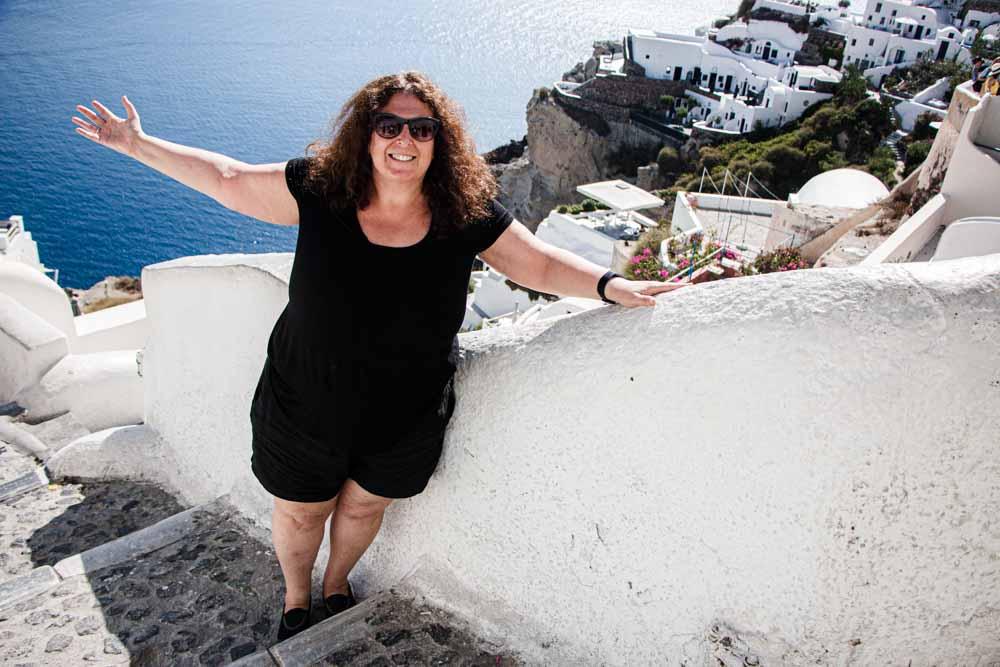 Mindi in Oia in Santorini