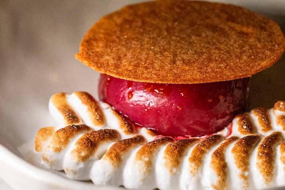 Peach Meringue Dessert at Vivant 2 in Paris