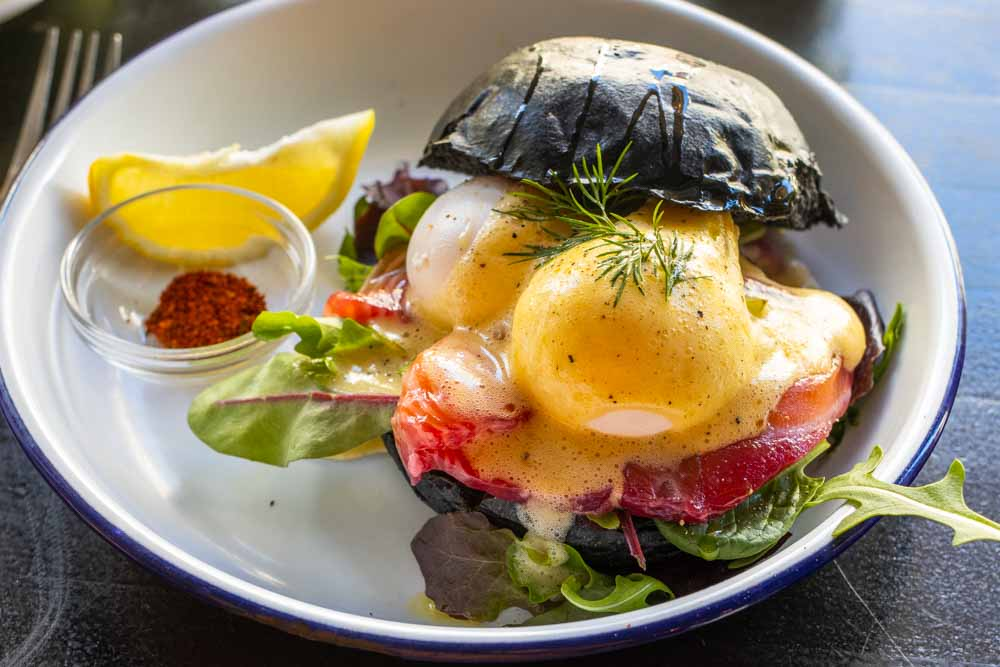 Eggs Benedict Sandwich at Allans Breakfast Club in Berlin