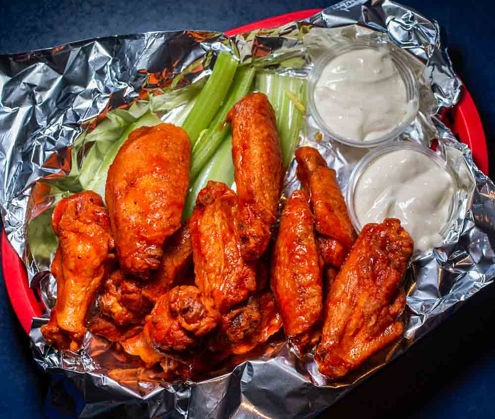 Buffalo Wings at Elmos in Buffalo