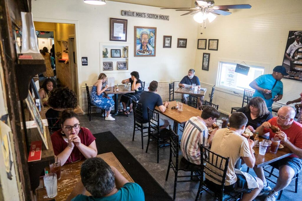 Willie Mae's Scotch House Dining Room